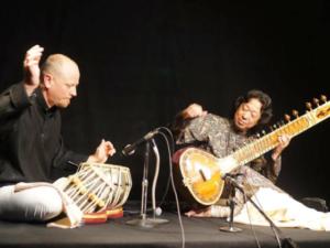 『北インド古典音楽』井上憲司・Glen Kniebeiss